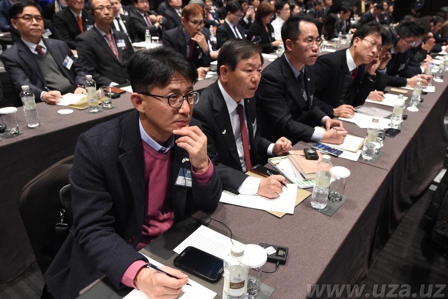 Шавкат Мирзиёев принял участие в Узбекско-южнокорейском бизнес-форуме