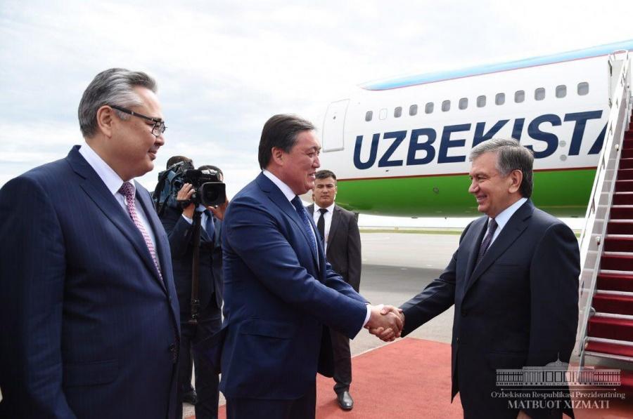 Shavkat Mirziyoyev arrives in Astana