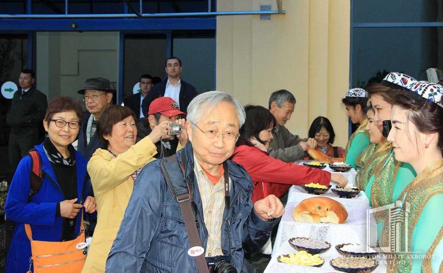 Картинки по запросу японские туристы в Узбекистане