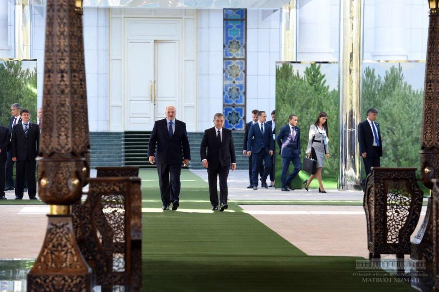 Александр Лукашенко пригласил Шавката Мирзиёева в Беларусь
