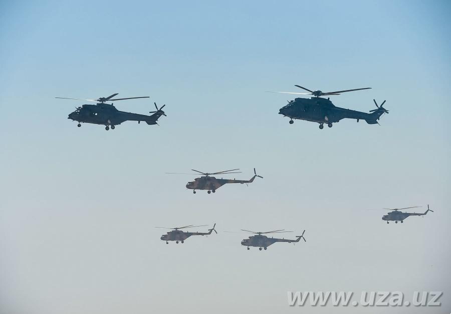 """Prezidentimiz Shavkat Mirziyoyev """"Kattaqo'rg'on"""" dala-o'quv maydonida o'tkazilgan operativ taktik mashqlarni kuzatdi"""